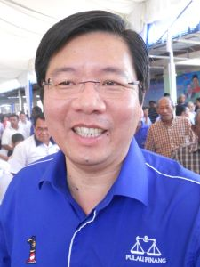 Teng Chang Yeow danggling Free Port Status to Penangites