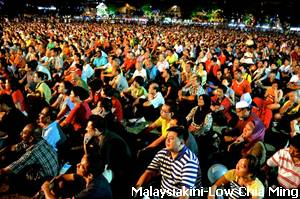 HUGE crowd converging the Esplanade on the pre Nomination day by Pakatan Rakyat Penang.